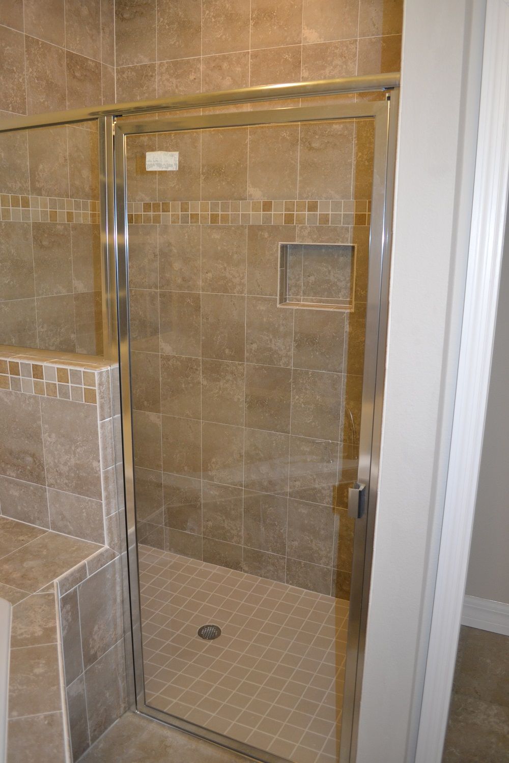 zero entry shower, roll in shower, recessed soap dish